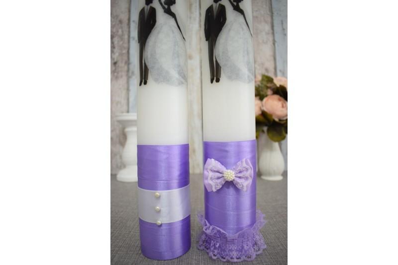 Lumanari de nunta cu mire si mireasa cu buchet