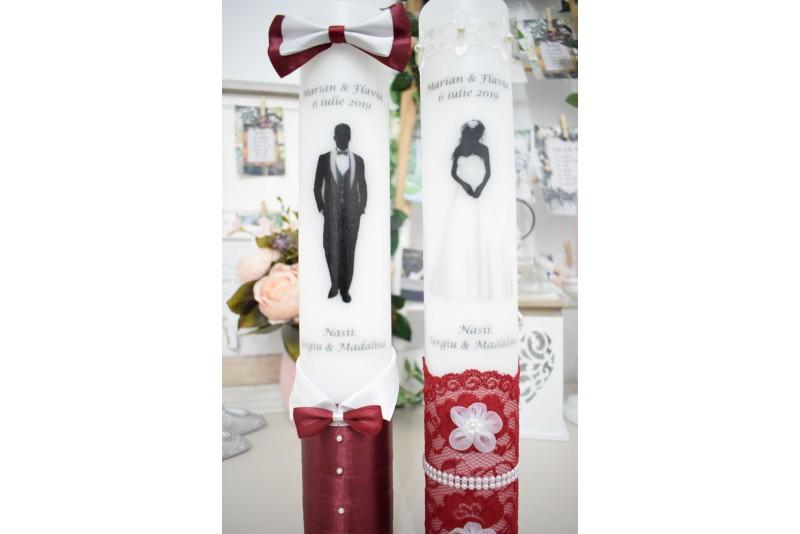 Lumanari nunta personalizate cu mire si mireasa cu decor grena